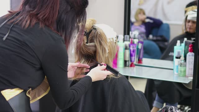 woman getting highlights in hair salon - highlights hair stock videos & royalty-free footage