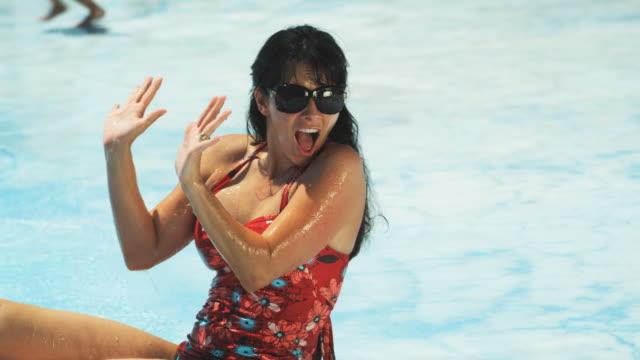 woman getting splashed - 日光浴点の映像素材/bロール