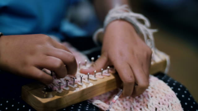 cu : woman hand knitting - knitting needle stock videos & royalty-free footage