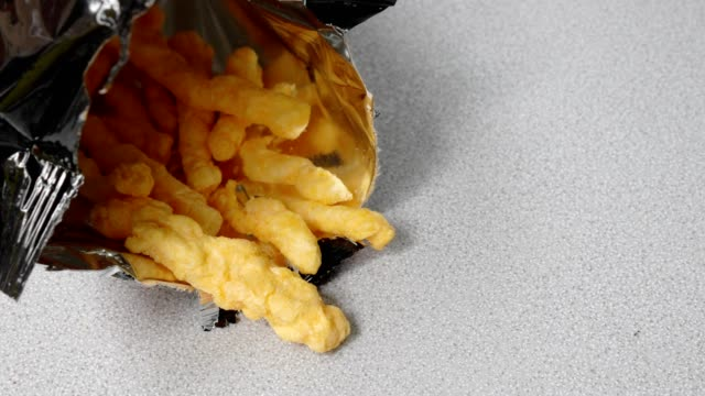 vídeos de stock e filmes b-roll de woman hand picking snack from the bag - unhealthy eating