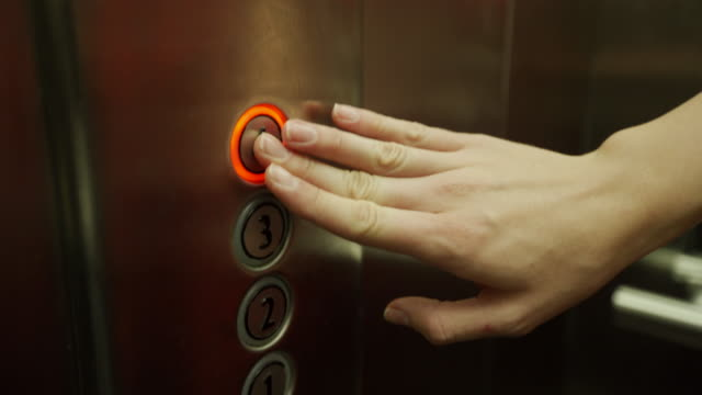 vídeos de stock e filmes b-roll de woman hand pushing elevator button - número 4