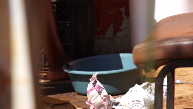 woman hand washing utensils in township / cosmo city; south africa. cosmo city is a new suburb of johannesburg only being developed in 2005. - dishcloth stock videos & royalty-free footage