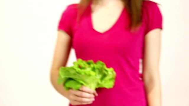Frau Hände green leaf lettuce, Betrachter