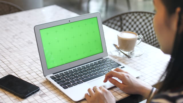 woman hands using laptop at cafe with green screen - online messaging stock videos & royalty-free footage