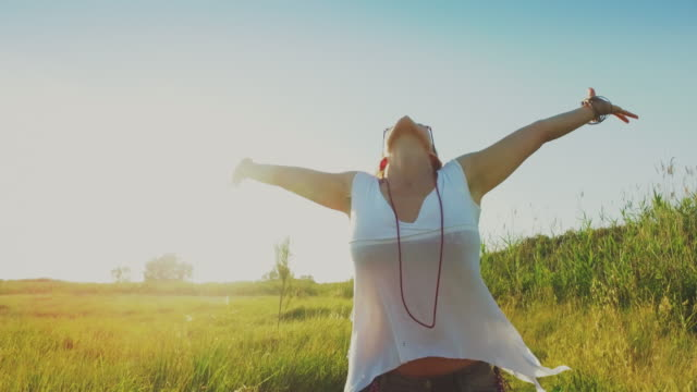 woman happy and free with outstretched arms to the sun - arms outstretched stock videos and b-roll footage