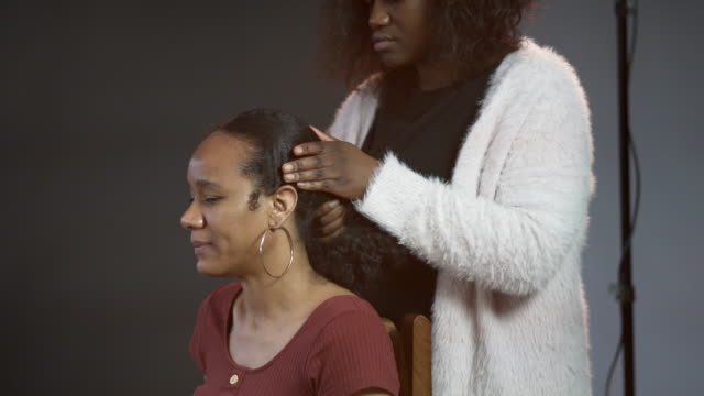 a woman having her natural afro hair groomed - beauty salon stock videos & royalty-free footage