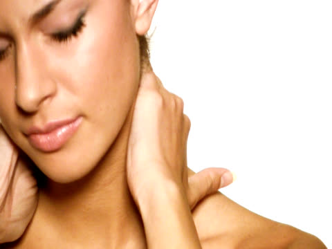 NTSC: Frau mit Nackenschmerzen