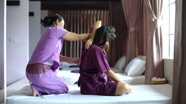 woman having relaxing with thai massage - sistema linfatico video stock e b–roll