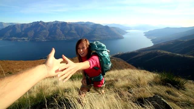 Frau Wanderer Klettern, mountain, hand zur Hilfe