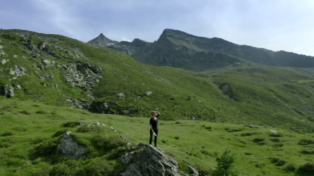 woman hiking in european alps - bo tornvig stock videos & royalty-free footage