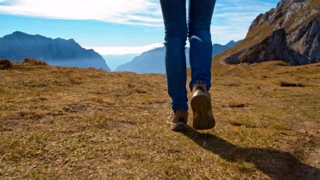stockvideo's en b-roll-footage met ms woman hiking in the mountains - julian alps