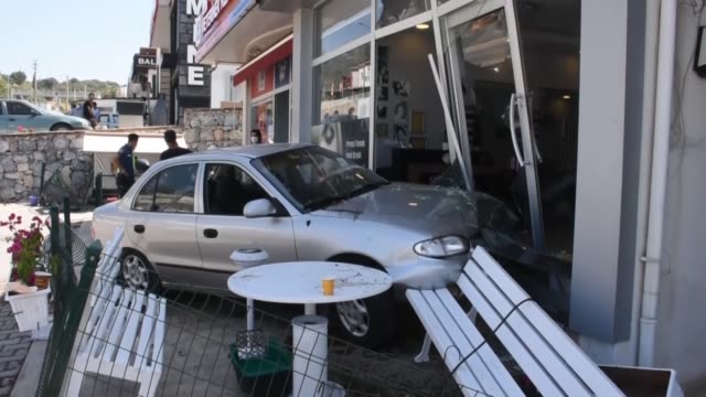 stockvideo's en b-roll-footage met woman hit a workplace in bodrum district of mugla after losing control of her car on september 03, 2020. the footage shows that the car hit the... - auto ongeluk