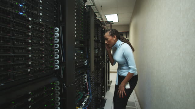woman in a server room - netzwerkadministrator stock-videos und b-roll-filmmaterial