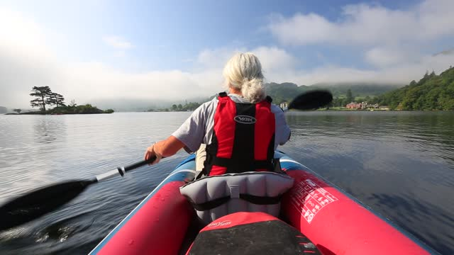 woman in an inflatable canoe on ullswater on a misty morning, lake district, uk. - life jacket stock videos & royalty-free footage