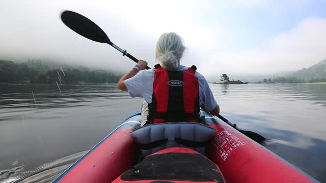 woman in an inflatable canoe on ullswater on a misty morning, lake district, uk. - only women stock videos & royalty-free footage