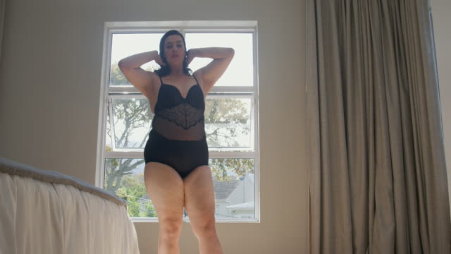 stockvideo's en b-roll-footage met woman in bedroom - handen op de heupen