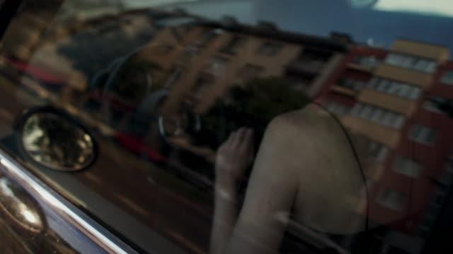 woman in carsharing car, looking around - über die schulter stock-videos und b-roll-filmmaterial