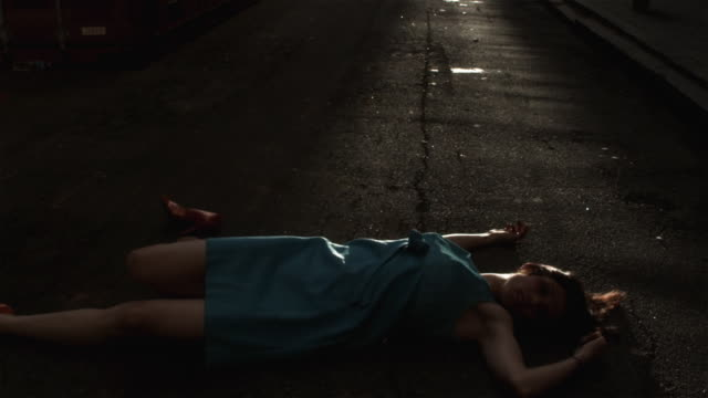 slo mo ms ha pan woman in dress lying on road, atlanta, georgia, usa - dead person stock videos & royalty-free footage