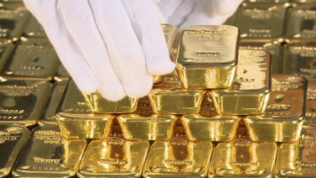 cu woman in gloves handling gold ingots / hanau, hessen, germany - barren geld und finanzen stock-videos und b-roll-filmmaterial