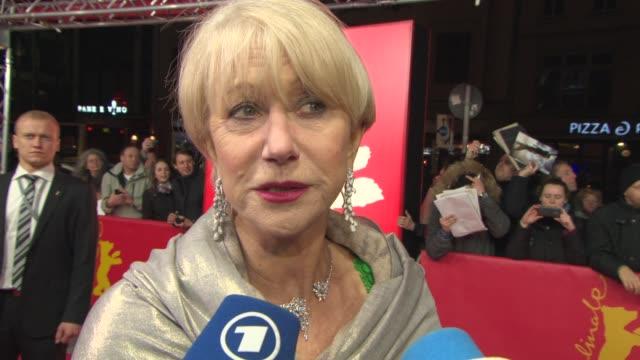 vídeos y material grabado en eventos de stock de clean 'woman in gold' red carpet 65th berlin film festival on february 09 2015 in berlin germany - montaje documental