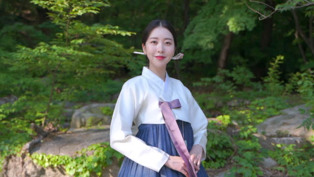 woman in hanbok hanbok (traditional korean clothing from joseon dynasty) with a bright smile - traditional clothing stock videos & royalty-free footage