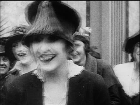 b/w 1916 woman in hat (edna purviance) laughing / other women in background - anno 1916 video stock e b–roll