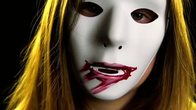 frau in horror-maske malerei lippen - film moving image stock-videos und b-roll-filmmaterial