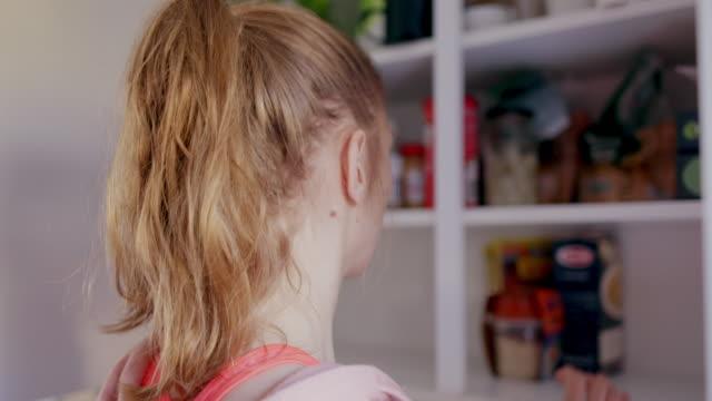 vídeos de stock e filmes b-roll de woman in kitchen - armário