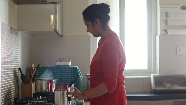 woman in kitchen - kitchen stock videos & royalty-free footage