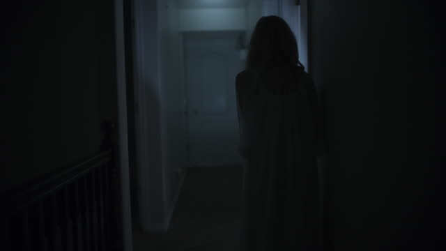 vidéos et rushes de woman in nightgown running from home intruder at night and hiding behind door / springville, utah, united states - évasion