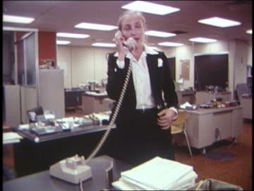vídeos y material grabado en eventos de stock de 1970 woman in office running for phone + then runs off - teléfono con cable