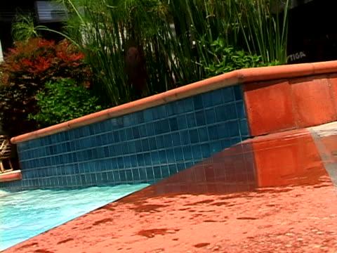 woman in pool - einzelne frau über 30 stock-videos und b-roll-filmmaterial