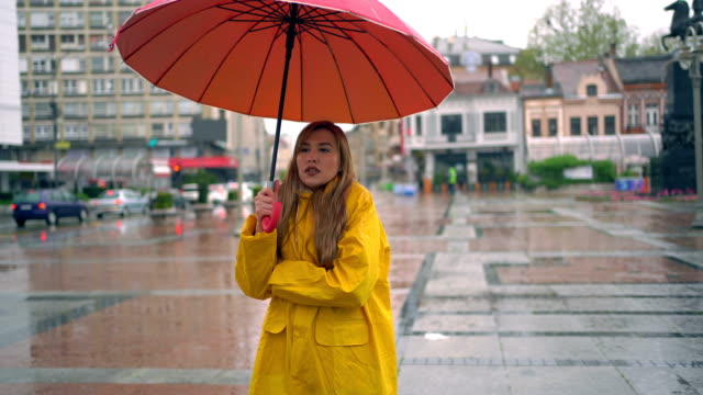 woman in rainy and cold day at the city. - shaking stock videos & royalty-free footage