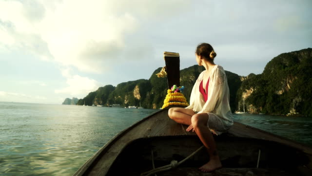 woman in thai taxi boat - clima tropicale video stock e b–roll