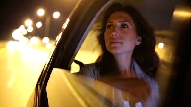 stockvideo's en b-roll-footage met woman in the car - achterbank