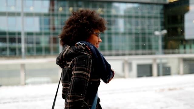kvinna i staden - wien österrike bildbanksvideor och videomaterial från bakom kulisserna