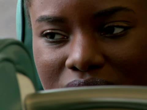 ecu, woman in train - einzelne frau über 30 stock-videos und b-roll-filmmaterial