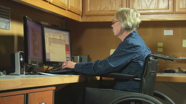 woman in wheelchair working office