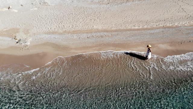 woman in white dress walking on beach. barefoot walking. - white dress stock videos & royalty-free footage