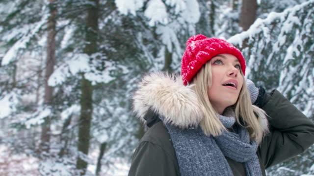 woman in winter forest/debica/poland - handschuh stock-videos und b-roll-filmmaterial