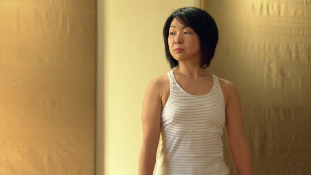 ms woman in yoga studio moving into the warrior position/ new york, ny - 35 39 jahre stock-videos und b-roll-filmmaterial