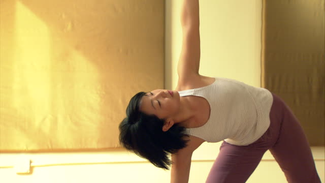 ms pan woman in yoga studio stretching and bending over/ new york, ny - 35 39 jahre stock-videos und b-roll-filmmaterial