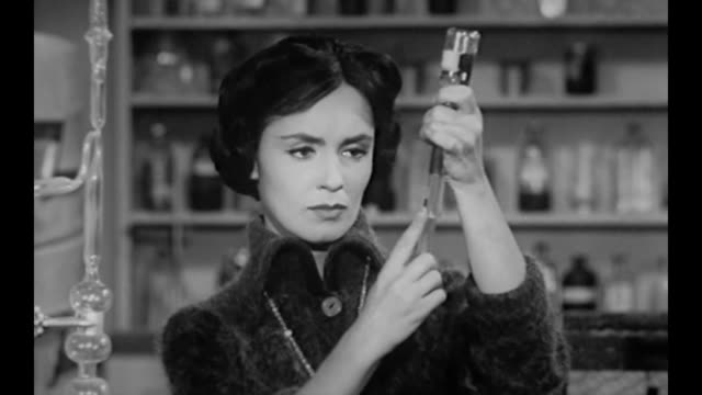 1959 Woman (Susan Cabot) injects large dose of wasp serum