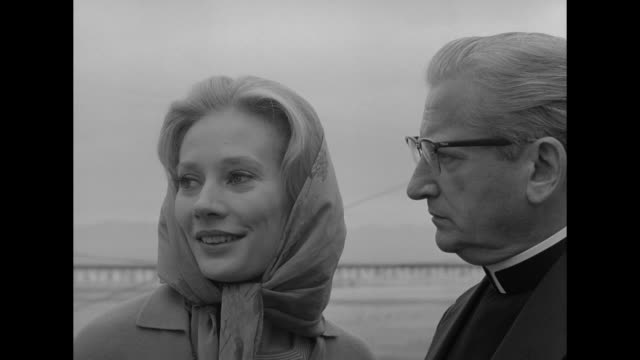 vidéos et rushes de 1962 woman is drawn to an abandoned pavilion where a ghostly presence resides - miroir ancien