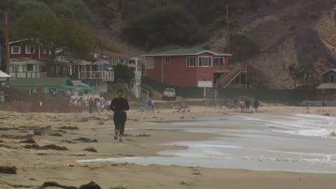 vídeos y material grabado en eventos de stock de woman jogging on the beach - vea otros clips de este rodaje 1156