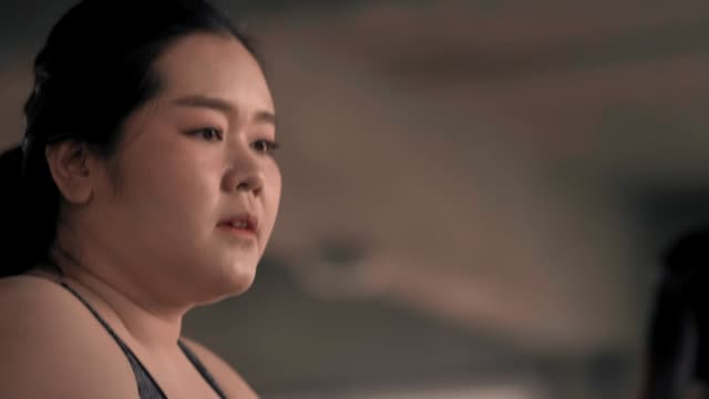 vidéos et rushes de slo mo femme jogging - irréductibilité
