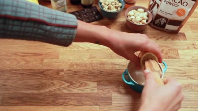 vídeos de stock, filmes e b-roll de pov woman juicing a lemon - corte transversal