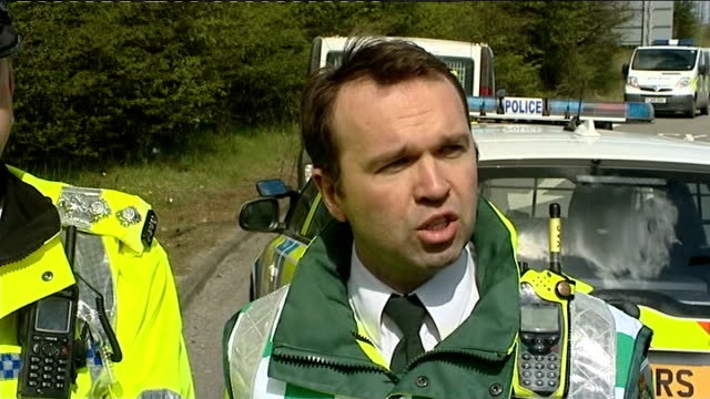 vídeos de stock, filmes e b-roll de woman killed in hen party minibus crash on m62 doctor david macklin speaking to press sot police officers searching road at crash scene police vans... - despedida de solteira