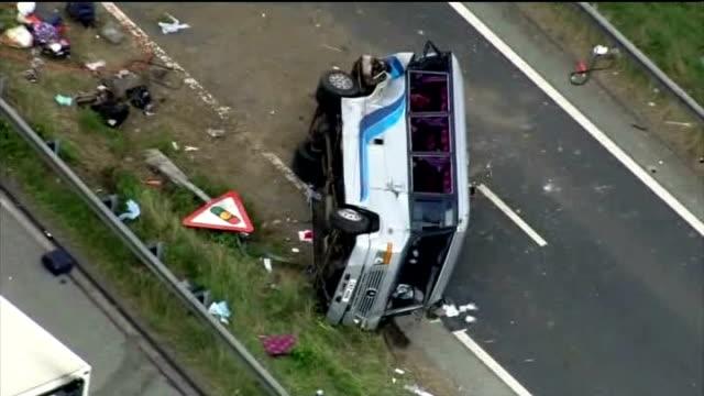 vídeos de stock, filmes e b-roll de woman killed in hen party minibus crash on m62 england west yorkshire m62 motorway near castleford views / aerials wreckage of minibus and lorry on... - despedida de solteira