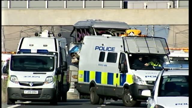 vídeos de stock, filmes e b-roll de woman killed in hen party minibus crash on m62 wreckage on lorry england west yorkshire m62 motorway ext police vehicles at scene of crash between... - despedida de solteira